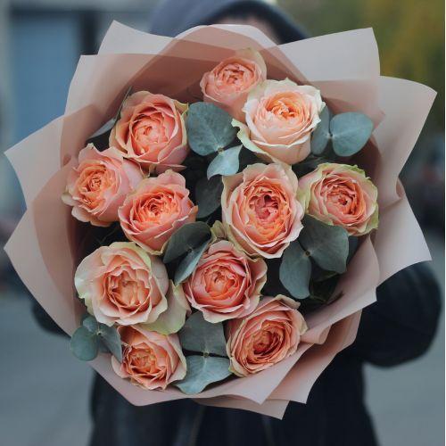 Букет из 11 пионовидных роз Гравити