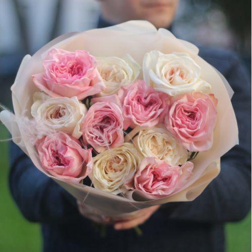 Букет из 11 ароматных пионовидных роз Вайт и Пинк Охара
