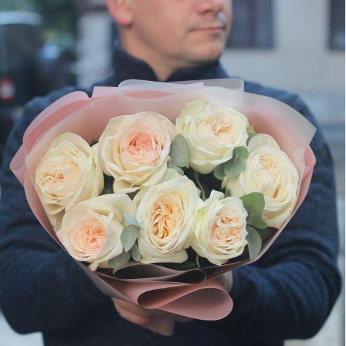 Букет пионовидные розы Вайт Охара с эвкалиптом