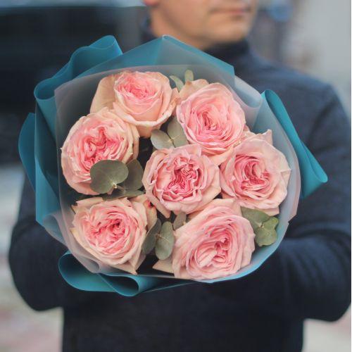 Букет пионовидные розы Пинк Охара с эвкалиптом