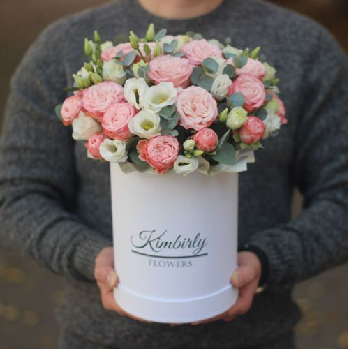 Пионовидные розы Мадам Бомбастик и эустома