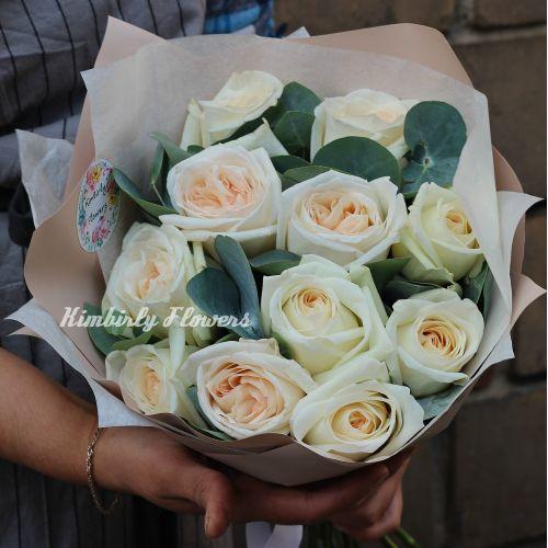 Букет из 11 ароматных белых французских роз